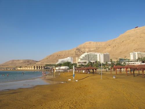 Гостинично-санаторный комплекс на берегу Мертвого моря. Мимо него точно не проедете.