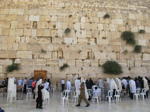 Стена Плача - западная стена Иерусалимского храма.