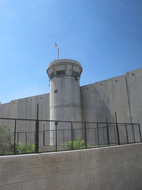 Бетонная стена, ограждающая Иерусалим от Вифлеема.